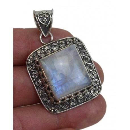 Colgante de plata con Piedra Luna 15