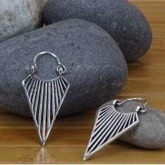 Pendientes tribales triangular pequeños