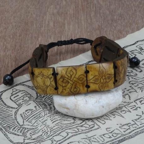 Pulsera de hueso tallado con símbolos auspiciosos