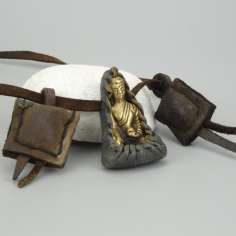 Colgante Tibetano figura de buda con buttis