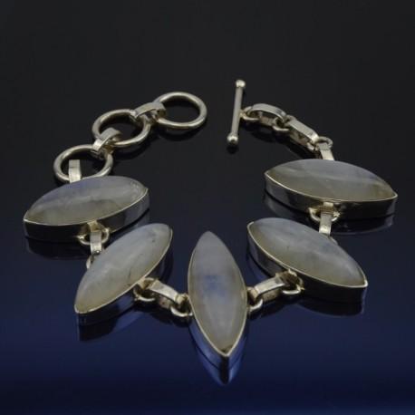 Pulsera de plata con piedra luna
